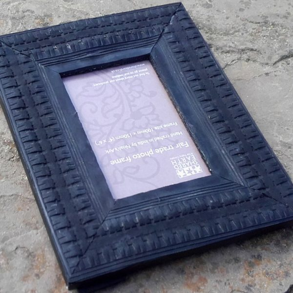 recycled rubber tyre photo frame