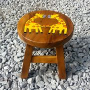 Giraffe kids stool